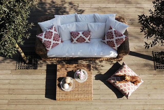 Creare una zona lounge in giardino