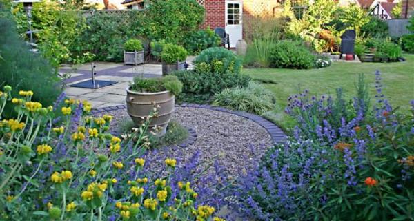 7 consigli per far sembrare il giardino più spazioso